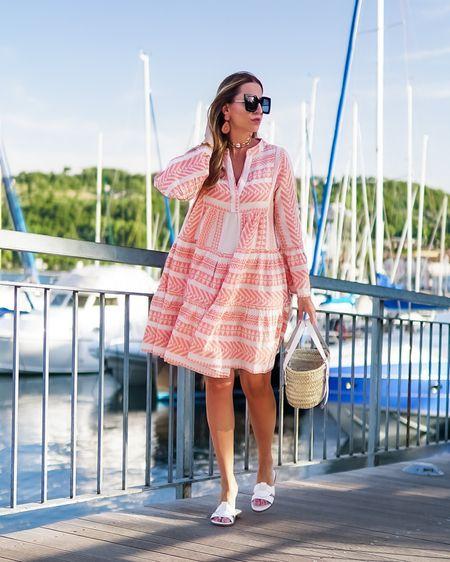 Summer Style ☀️🛥 🌴 *Anzeige* Happy Sunday und sonnige Grüße 👋🏻 . . 👉🏻das Outfit hab ich euch via http://liketk.it/3iweM   bei @liketoknow.it verlinkt ⭐️ . . . #hebeathens #minidress #bohodress #bohovibes #strawbag #bohemian #summerstyle #summerdress #allwhite #strawbag #basketbag #beachlook #tunicdress #  #liketkit #LTKstyletip #LTKeurope