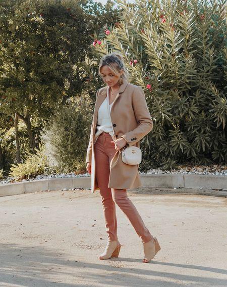 Mon premier vrai outfit d'automne je crois ! On peut officiellement sortir les pulls et les manteaux chez nous pour ma plus grande joie 😍 Ici c'est un total look @1_2_3_paris, retrouvez le lien de ma tenue sur l'application @liketoknow.it et sur mon blog dans la catégorie Shop my style > shop my Instagram ! #liketkit http://liketk.it/2xYkq