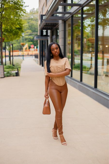 Caramel kisses🤎 New Follow me on the @shop  app to shop this look and alternatives and on my blog ✨Happy Friday, wishing you all a good weekend