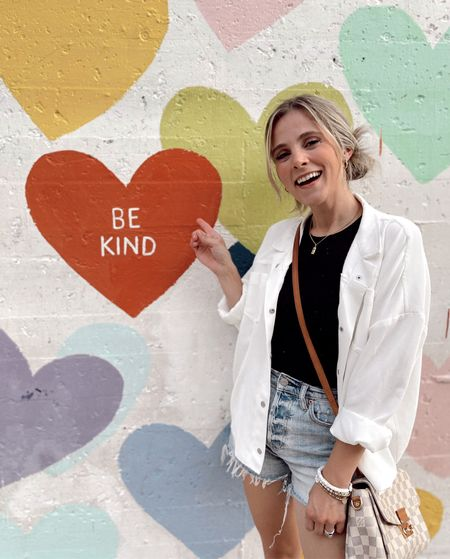 We have all faced some of the most toughest & difficult battles in different seasons, so choose to be kind & show grace like God has done for us! 🧡  Ephesians 4:32 Be kind to one another, tenderhearted, forgiving one another, as God in Christ forgave you.  Colossians 3:12 Put on then, as God's chosen ones, holy and beloved, compassionate hearts, kindness, humility, meekness, and patience,  Ephesians 4:29 Let no corrupting talk come out of your mouths, but only such as is good for building up, as fits the occasion, that it may give grace to those who hear.  #bekind #kindness #Godsgrace #faith #love #proverbs31women # faithoverfear #grace #verseoftheday