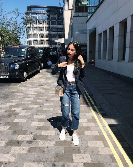 Stuck on the London streets with this gorgeous weather ☀️🇬🇧 #londonstyle #fashionblogger_eu #styleblog #lafashionblogger #styleblogger #kswiss #rogervivier #myviv #whitesneakers #kswissneakers #tennisshoes #fblogger #fashionblogs #summerstyle #semiformal #womensfashion #goldbag #goldenbag #goldhandbag #whitekicks #wiwt #todayslook #outfitoftheday #liketkit @liketoknow.it http://liketk.it/2wljz
