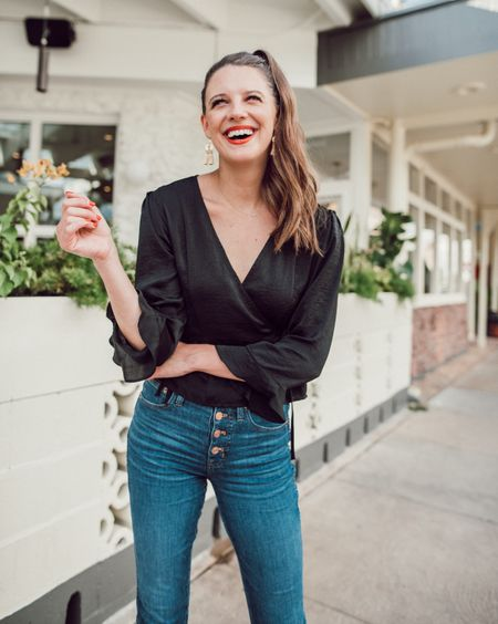"""My jeans are 35% off today!! They're some of my very favorites-run TTS and are perfectly soft and stretchy! Linking my top (the """"Freya"""" top-runs TTS for Topshop so order the size in parenthesis on the site!) and a few similar as well! http://liketk.it/2xNnO #liketkit @liketoknow.it"""