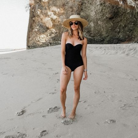 JCREW continues to be a brand that I can count on for timeless swimwear styles.  This photo was captured back in 2015, and this classic swim-fit continues to make an appearance each Summer!  Take a peek at more of my favorite brands for swimwear on the blog: www.tiffanycameron.com Direct link in bio  You can also shop all of of my favorite swimwear on LTK here:  http://liketk.it/3iui1 #liketkit @liketoknow.it
