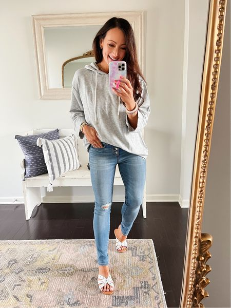 Medium top True size 4 in jeans