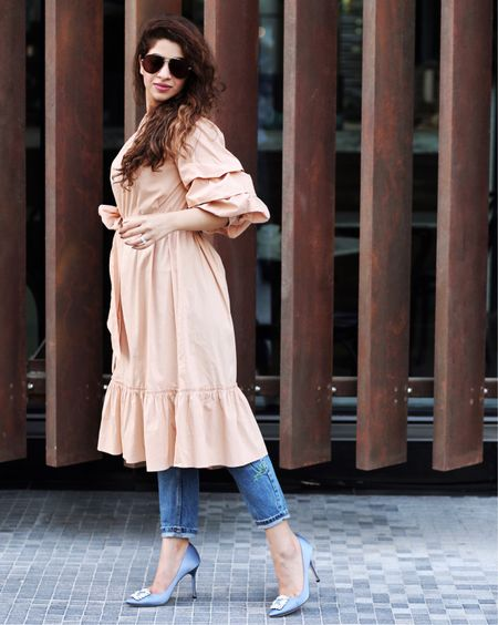 The KEY to wearing a dress over jeans 👉🏻 on the blog now 👆🏻 Find my accessories on @liketoknow.it - Download the app, screenshot this photo and receive outfit details directly to your inbox 🙋 http://liketk.it/2r5kZ #liketkit