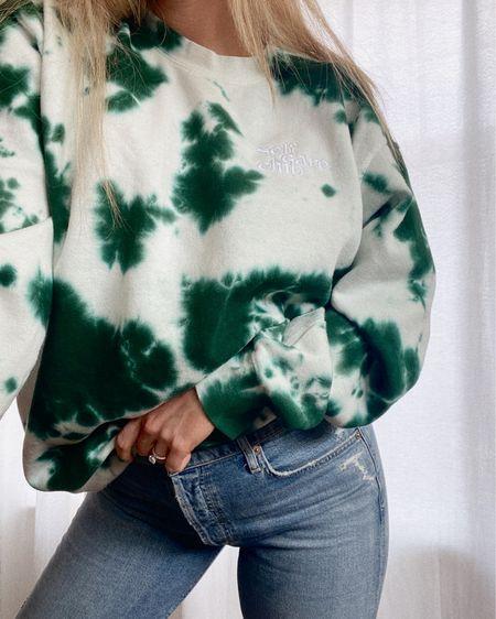 90% of my wardrobe is oversized sweatshirts 💚☁️ @summerfridays http://liketk.it/3glxR #liketkit @liketoknow.it #LTKstyletip #LTKDay
