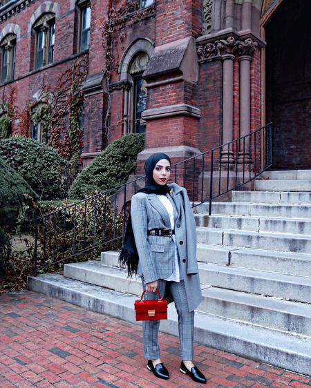 Serving you A LOOK 👀 featuring my new favorite feather hijabs from @framedpeople 🧕🏼 http://liketk.it/2ttAJ #liketkit @liketoknow.it Screenshot or 'like' this pic to shop the product details from the LIKEtoKNOW.it app, available now from the App Store! #targetstyle