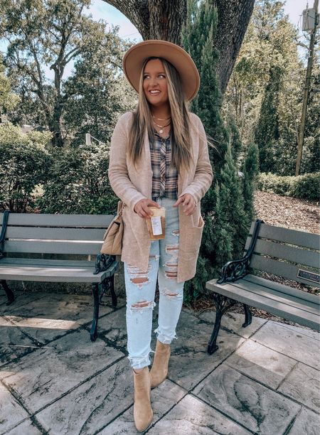 finally able to wear a cardi without sweating the last couple of days!🍂 living on the coast I've learned fall appears a little later than I'm used to with my Tennessee roots🤍 cardi, plaid top & booties all from @shopreddress #reddressbabe