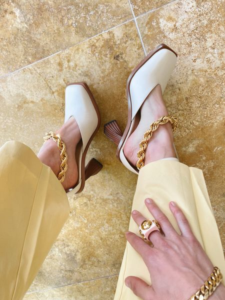 Shoes of summer are these gold chain anklet pumps. Perfect for dressing up distressed jeans and any vacation outfit!  Summer fashion | Sam Edleman | White shoes | Summer outfits | Summer shoes | Anklets | Ankle bracelet  #LTKSeasonal #LTKstyletip #LTKshoecrush