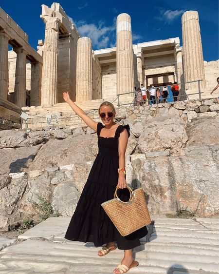 Was sound asleep on the plane to walking around the Acropolis faster than you can say Athena… who as we learned, was the goddess that Athens was named for, & her gift to Athenians was the olive tree. Seems like a pretty fitting place our trio of girls (ehem goddesses) who love olives. 🥰