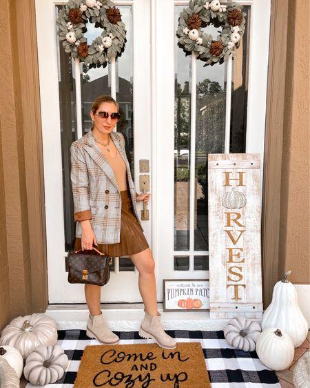 Mon-Daze 💼 Here's an easy look to wear to the office tomorrow. Bodysuit, leather skirt, blazer, and booties! . . . #workweek #workwear #businesscasual #werkit #bossbabe #girlboss #fallstyle #fallfashion #falllooks #fallworkwear #officestyle #thefashionableaccountant  #LTKworkwear #LTKunder50 #LTKunder100