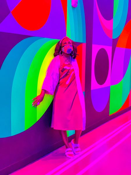 I'm obsessed with @meowwolf 🐱🎨🐺Las Vegas!  😉 Those who know know!  🤷🏾♀️ If you haven't gone yet - what are you waiting for?!  🧐📜 Download & print the free scavenger hunt on my blog before you plan your next visit!  🌺👽The Ultimate Guide To Meow Wolf Las Vegas - linked in my bio! 🔗 ShaundNecole.com/Meow-Wolf-Las-Vegas