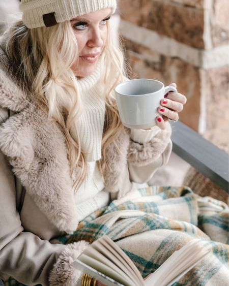 First Monday of the New year🎉  We're sharing favorite Winter pieces on #seeourstyles❄️ Wimter in Utah you need a verity of Beanies, fur jackets, scarfs and boots ❤️❄️❤️❄️ Here are a few of my go too pieces ✔️ Not only functional & cozy but stylish too....Shopping info on @liketoknowit❤️ Make sure to go check out my friends ❄️ Winter favorites:👇🏻 . . . Shop your screenshot of this pic with the LIKEtoKNOW.it shopping app http://liketk.it/35bw4 #liketkit @liketoknow.it Download the LIKEtoKNOW.it shopping app to shop this pic via screenshot #LTKNewYear #LTKunder100 #LTKstyletip
