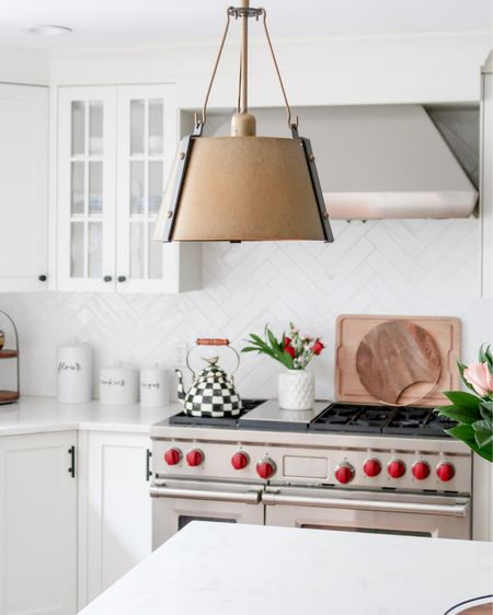 Wishing my kitchen was this clean 🤷♀️ H A P P Y    S A T U R D A Y http://liketk.it/39jzv @liketoknow.it #liketkit #LTKhome #LTKunder50 #LTKunder100