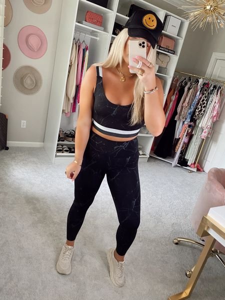 Leggings - medium Top - large Code SIDNEY15 for 15% off!  @liketoknow.it http://liketk.it/3hCgS #liketkit #LTKunder50 #LTKstyletip #LTKfit   Marble workout outfit Workout set  Black sports bra  Workout outfit  Smiley face hat  Fit  Fitness outfit  Athleisure look casual outfit trucker hat