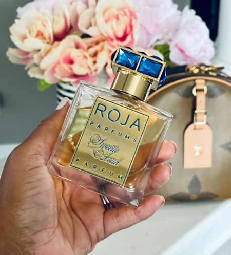 This bottle is pure luxury! I'm spilling the tea on Roja Parfums Sweetie Aoud over on my YouTube channel today! Find out if it is a love, like, or let-down for me!  Have you tried anything from Roja?  #rojaparfums #rojasweetieaoud #sweetieaoud #simplyayesha #fragrancereview #luxuryfragrance #gifted