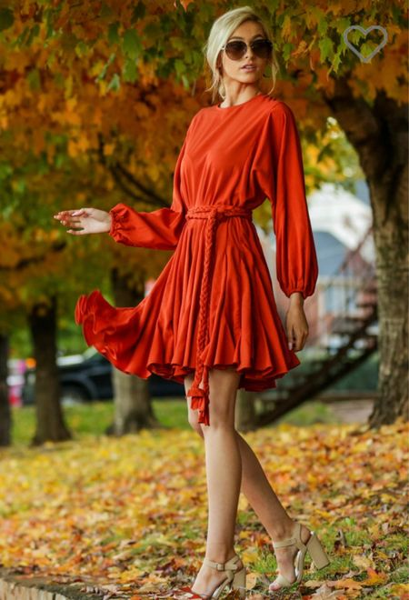 Such a beautiful dress for fall photos!