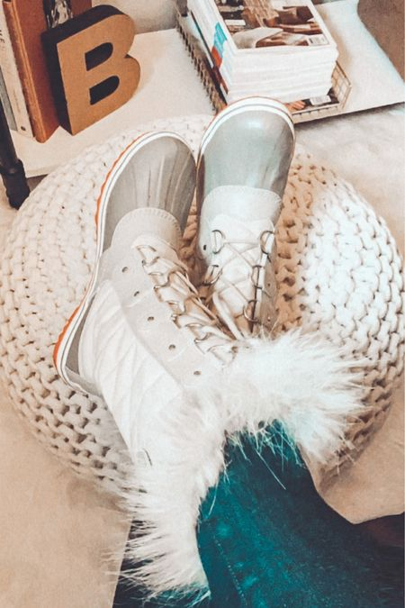 The most perfect boots for site visits!❄️🚧🏡🛁  #realtor #realestate #design #remodel #sitevisits #newconstruction #liketkit #sorel #sorelboots #snowboots  #LTKbeauty #LTKshoecrush #LTKNewYear