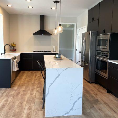 Kitchen, light fixture, pendant, appliances, hood range, island, chairs, faucet  #LTKstyletip #LTKhome #LTKsalealert
