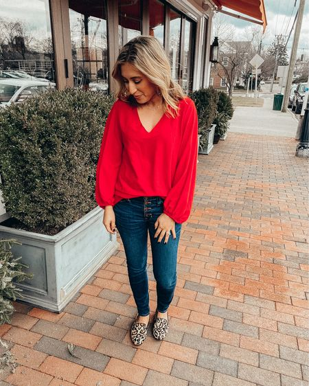 ❤️NEW BLOG POST ALERT! ❤️ My Valentine's Day gift guides for him & her (or even just yourself 🤣) are now live on the blog! Click link in bio or head to shoppedtilshedropped.com to check out! Also linked each guide on the @liketoknow.it  app. Oh...and this red flowy top is an @amazon find for under $30 💁🏻♀️ http://liketk.it/2JXq8 #liketkit