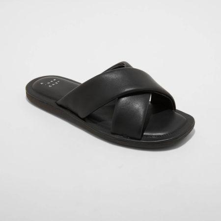 Padded summer sandals.  @liketoknow.it #liketkit http://liketk.it/3jdfM