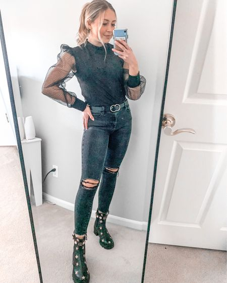 happy super bowl sunday!! belt and similar tops from h&m ON SALE!! go snatch one while they are still there 🤩 #sale #superbowl #hm #forever21 #gucci #sunday #family #black #gold #liketoknowit #love #valentines #ootd #pinterest #winterlooks http://liketk.it/37PJU #liketkit @liketoknow.it