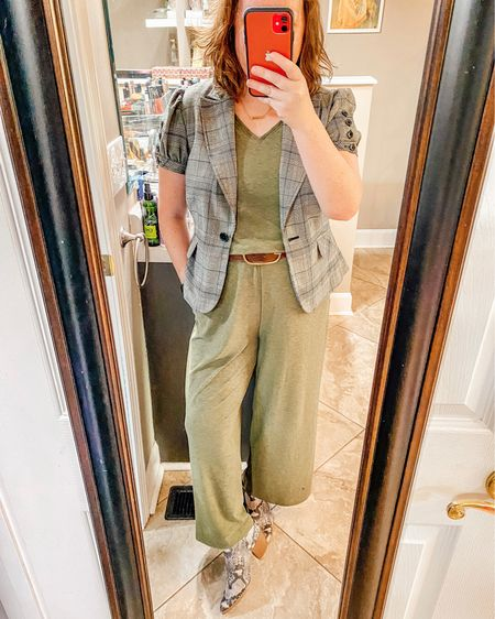 Transitioning a summer jumpsuit to fall back to school workwear   #LTKworkwear #LTKbacktoschool #LTKSeasonal