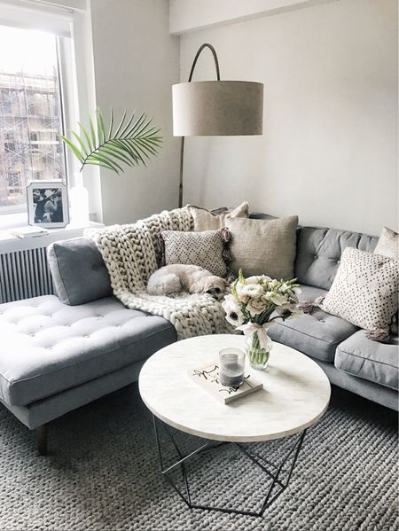 Today on the blog, sharing some before photos of our new space and chatting about my design plans! Hope to introduce a lot more interior design on my site this year. (link in bio) 🏠 http://liketk.it/2qmmZ @liketoknow.it #liketkit #StyledSnapshotsHome #nyc #LTKhome