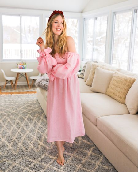 """Me thinking about the best Valentine's Day gift: sleeping past 7am... breakfast in bed... some """"me"""" time 👉🏻 vs what really happens in bed. 🤪🥳👩👧👦💕   I'm going to set a low bar with my funny Valentine's. 🙈 What are your VDay plans?  Shop my Shop your screenshot of this pic with the @liketoknow.it shopping app http://liketk.it/38aKs #liketkit #LTKVDay #LTKfamily #LTKhome"""
