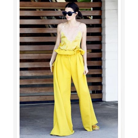 Sun Drenched Hues🌞 @kendalljenner starts Summer🌻  • Get the look for less on the blog or Shop this pic via screenshot with the new LIKEtoKNOW.it app http://liketk.it/2rMtm #liketkit @liketoknow.it #kendalljenner #1stdayofsummer #yellow #goodvibes #alistyle