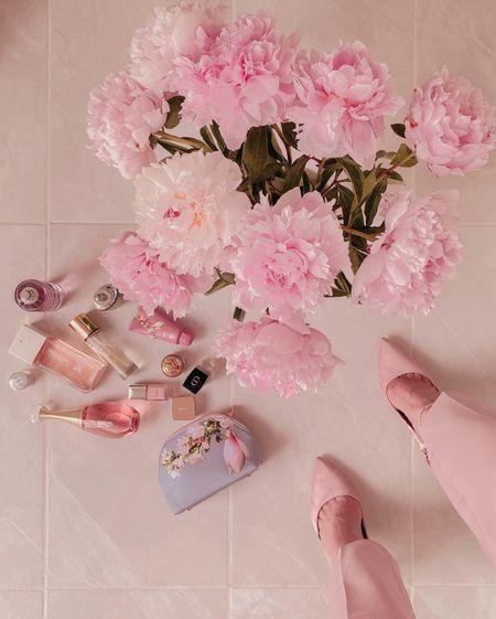 Pink trousers/ pants and pink heels!!    #LTKSeasonal #LTKeurope #LTKshoecrush