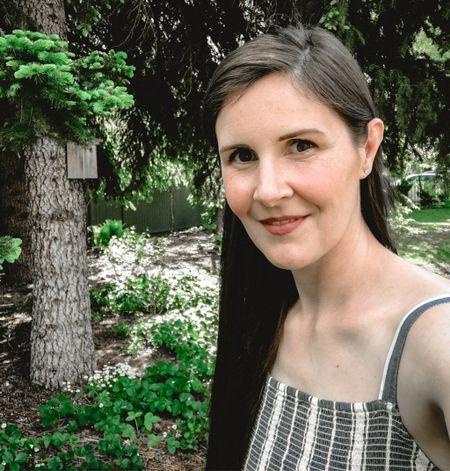Backyard birding 🐦 in my new old navy blue and white dress 👗 #oldnavy #backyard   #LTKunder50 #LTKSeasonal