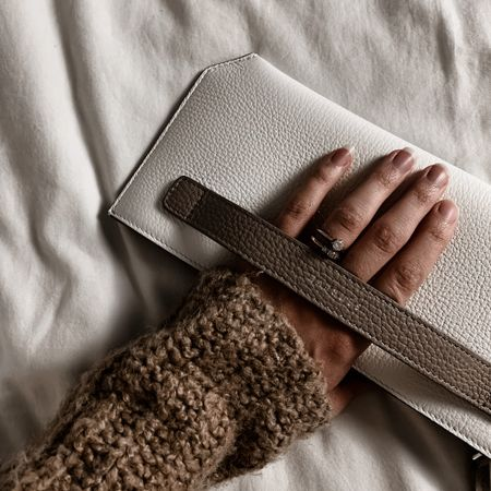 I absolutely love so many of Senreve's products including this bracelet pouch! You can use my code MODERNNEUTRALS to get an additional $50 off your order of $300 or more.  #LTKNewYear #StayHomeWithLTK #LTKtravel
