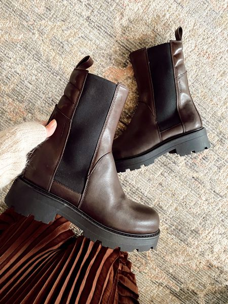 Brown chelsea boots for fall   #LTKSeasonal #LTKstyletip #LTKshoecrush