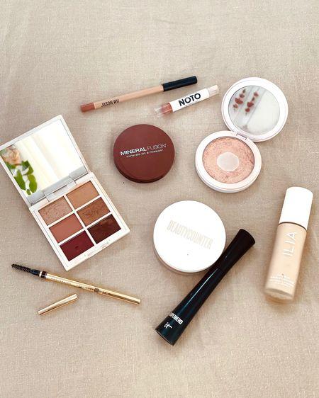 Everyday makeup essentials ✨🙌🏼 http://liketk.it/3ggm6 #liketkit @liketoknow.it