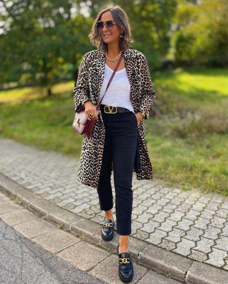 Werbung    🐆 Leo 🐆  Den Leomantel trage ich zur schwarzen Hose , weißem Shirt und bequemen Loafer . Als Farbtupfer eine Tasche in Bordeaux 🍇  Euch einen schönen Freitag 😘  #LTKeurope #LTKSeasonal #LTKstyletip