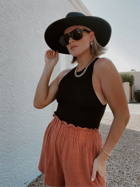 #widebrimhat #sandiegohatco #hat #sunglasses #bodysuit #accessories #hoopearrings #goldjewelry #amazonfashion #jcp #bracelet   #LTKunder100