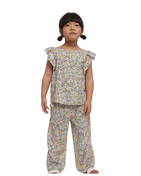 I adore this two piece pant little outfit. Throw a white sweater with it. Perfect for any season. #hm  #LTKfamily #LTKbaby #LTKkids