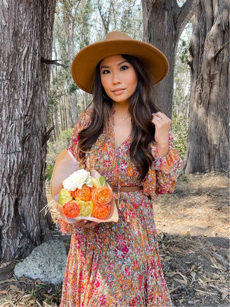 Fall florals 🍂💐 partnering with one of my all time favorite brands @freepeople to share this stunning flowy maxi dress that's perfect for fall family photos or a fall event / I'm wearing my true size and the length is petite friendly with or without heels / Check my Instagram stories and the LIKEtoKNOW.it app for more of my favorite free people pieces #freepeoplepartner