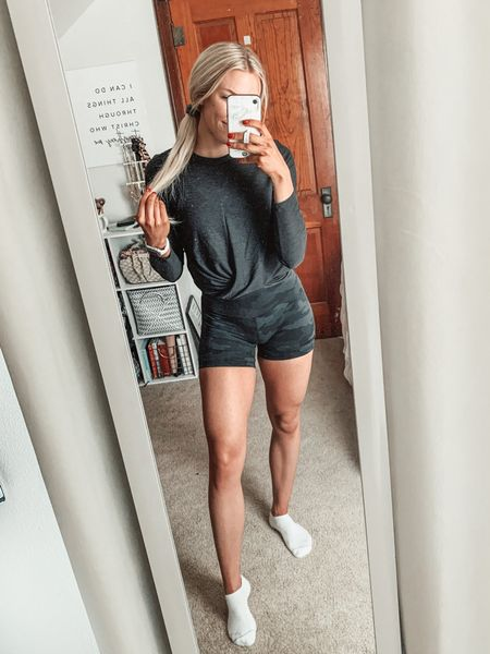 Today's gym OOTD | wearing 6 inch lululemon align shorts in size 6 and a size small in this affordable old navy long sleeve!   #LTKfit #LTKsalealert #LTKunder50