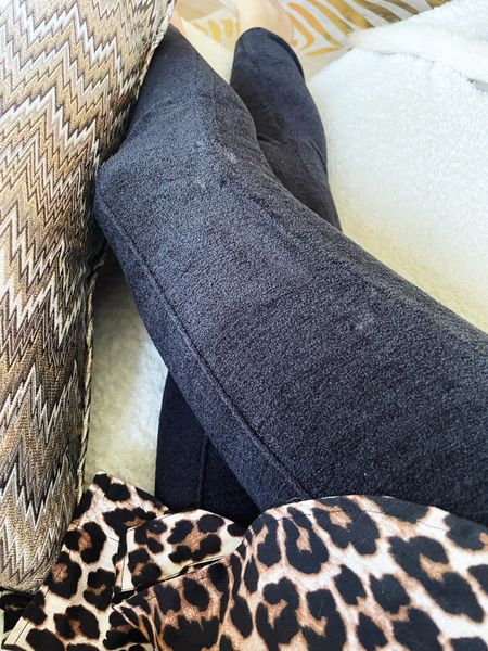 Barefoot dreams makes leggings. You're welcome.