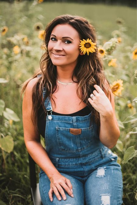 Spring to fall transition fashion with black cropped tee and carpenter overalls 🌻🍁🍂🧡    Shop your screenshot of this pic with the LIKEtoKNOW.it shopping app    http://liketk.it/2XBs6 #liketkit #LTKfit #LTKsalealert #LTKstyletip #freepeople #samedelman #overalls #fall #october #sunflower #LTKunder50 @liketoknow.it