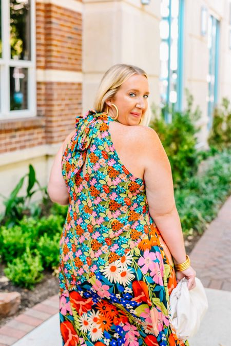 Wedding season is here! Do we know what we're wearing?! Over on the blog today, I'm sharing this stunning dress and don't fret if this one isn't your jam! I'm working on an updated wedding guest dress round-up!
