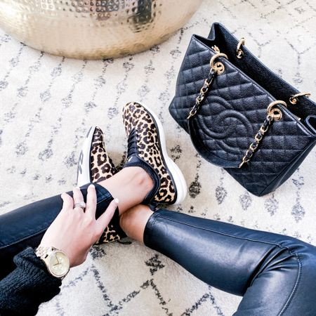 Happy FriYAY! Pairing leather + leopard today because I'm feelin' edgy. I even put less sugar in my coffee this morning, ok...that's a lie 😏 Still addicted to sugar. . . . You can instantly shop all of my looks by following me on the LIKEtoKNOW.it app @liketoknow.it #liketkit #LTKstyletip #LTKitbag http://liketk.it/2Bq7l