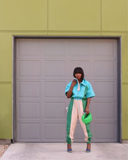Color-Block 💚🦋💚. Good morning darlings 👋🏾. Having a bit of fashion fun in this color-block panelled jumpsuit which is currently on today's blog. Click on the link in my bio to head over to the blog for more on this look as well as links to more color-blocked pieces.  __ Or shop my post via the @liketoknow.it app. http://liketk.it/3djhS #liketkit #springfashion