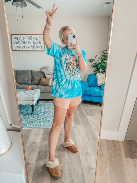 What I actually wear around the house 😂 comfy shorts & graphic tees for days ✌️ http://liketk.it/3hQoZ @liketoknow.it #liketkit #LTKunder50