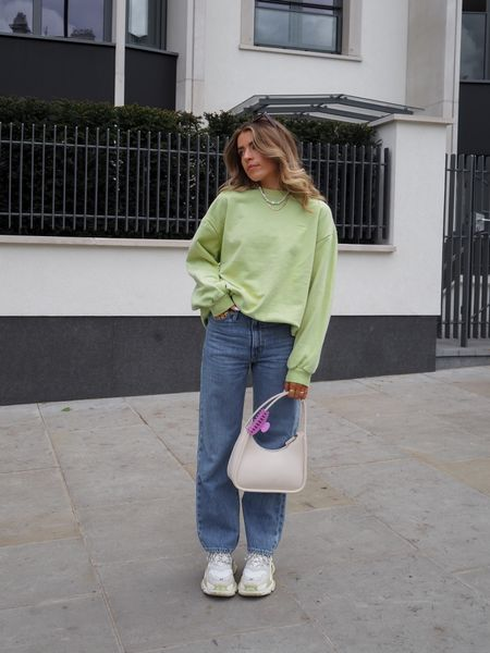 This levis green sweatshirt is my go to at the moment! Gives the perfect pop of colour whilst keeping you warm! I've teamed it with a pair of Levi's rib cage jeans and I'm so in love with them    #LTKeurope #LTKSeasonal
