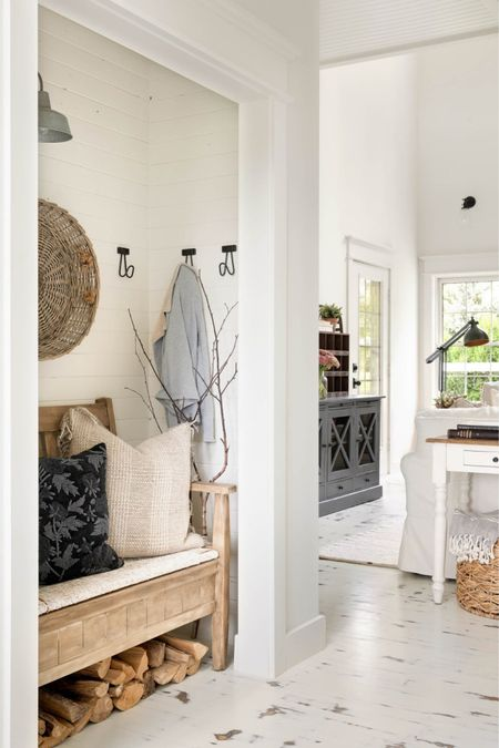 Decorating your entryway for fall.   #LTKhome