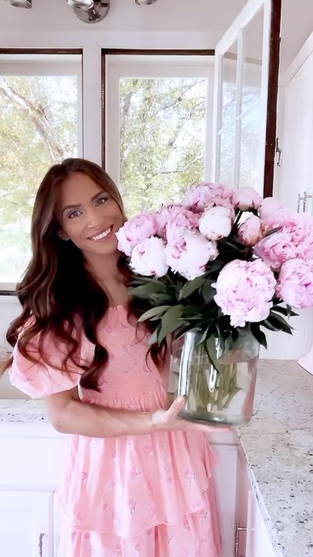 Happy #floralfriday! Today, I'm sharing how you can make your peonies last longer! You know that I love peonies and any way I can prolong my arrangements, I will do it! 😉Wishing you all a great weekend. 🌸   #LTKhome #LTKunder50 #LTKunder100 http://liketk.it/3gm6d #liketkit @liketoknow.it