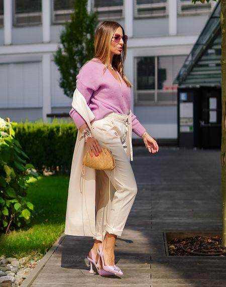 Easy Mondays in @summumwomen 🤍💜   Werbung Nach einem aufregenden und wunderschönen langen Wochenende bei der Hochzeit meines Bruders (sorry, da war Insta aus🙈) geht's nun gut gelaunt und mit vollem Elan in die Woche 👉🏻 und das neue Outfit @summumwomen trägt mit seiner Lässigkeit auf jeden Fall zur guten Stimmung an einem Montag bei 😉  . . . #lavender #trendcolor #summum #thepouch #summumwomen #lilac #knitcardigan #easystyle #comfy  #cardigan  #fallstyle #bottegaveneta #herbstlook #bottegavenetapouch